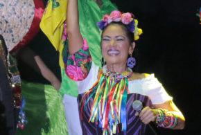 Lila Downs muestra todo su profesionalismo a pesar de fallas técnicas en su concierto en Puebla