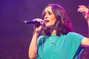 """La cantautora Julieta Venegas regresa después de varios años a Puebla para presentar un concierto único y personal denominado """"Íntimo""""."""